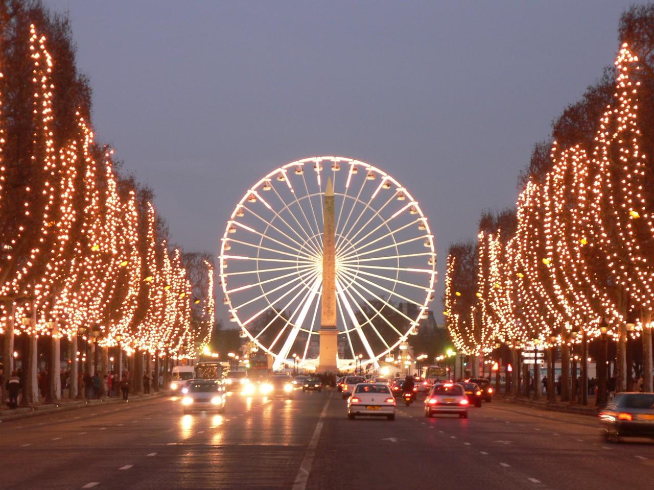 Paris s 39 illumine et s 39 anime pour no l - Comptoir des cotonniers champs elysees ...