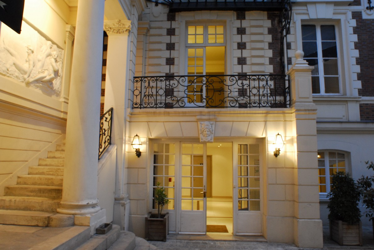 cheap hostel in PARIS - BVJ CHAMPS-ELYSEES MONCEAU PARIS