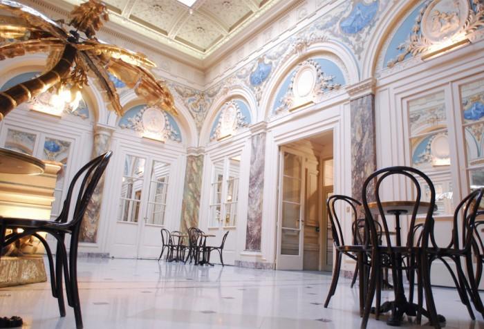 Le hall historique du BVJ Opéra-Montmartre