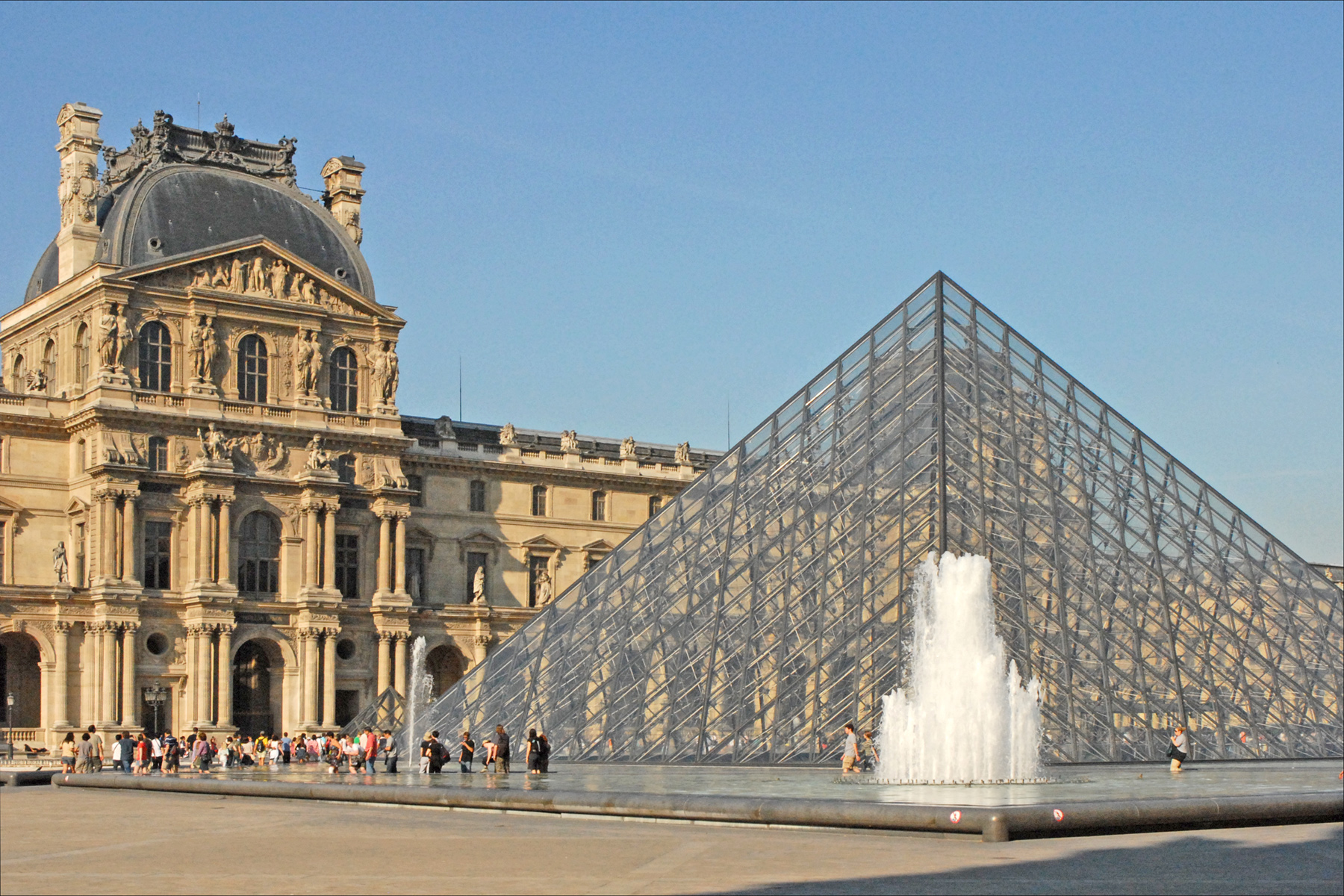 musee louvre hebergement