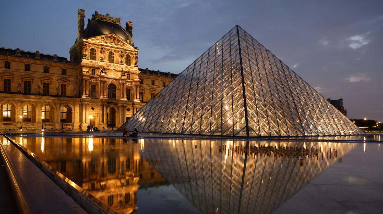 BVJ LOUVRE HOSTEL for Christmas in PARIS