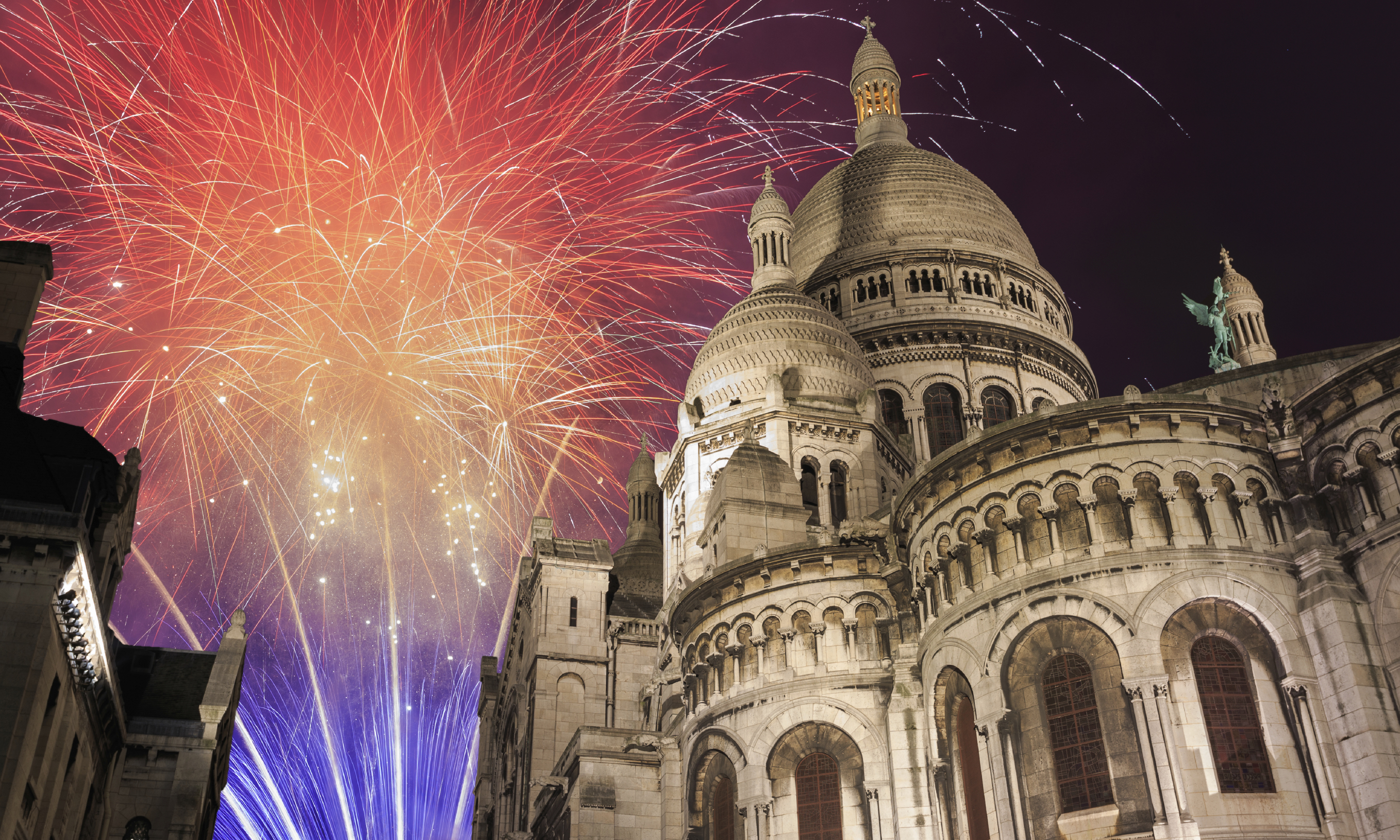 New Year eve in PARIS-MONTMARTRE with BVJ HOSTEL in PARIS
