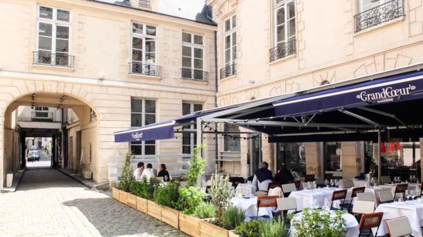 AMAZING-restaurant-PARIS-grand-coeur-terrasse-BVJ-HOSTEL
