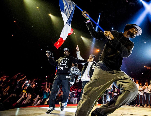 juste-debout-PARIS-ACCOR-ARENA-hebergement-en-auberge-de-jeunesse-PARIS