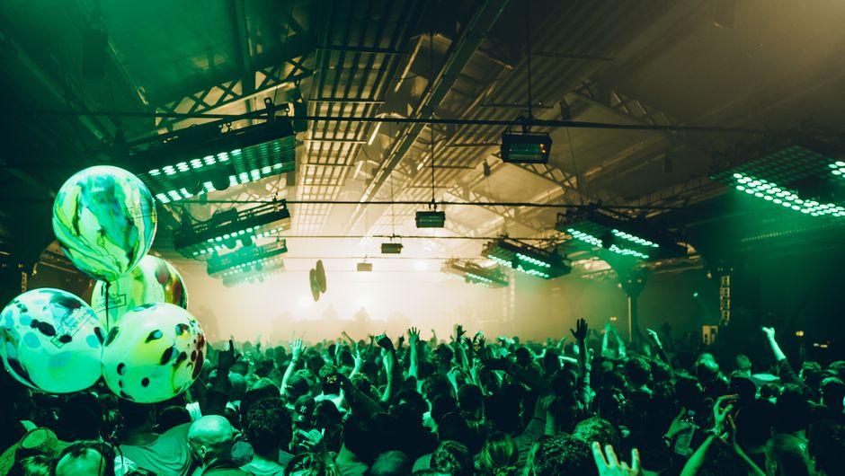 hébergement PARIS PEACOCK SOCIETY FESTIVAL auberge de jeunesse