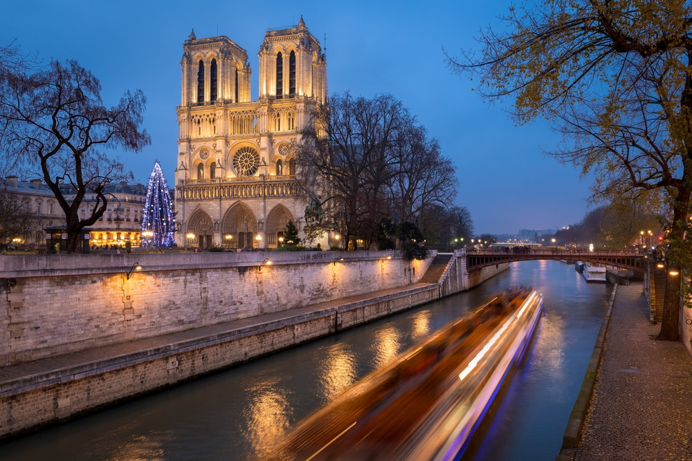 HOSTEL ACCOMMODATION FOR NEW YEAR in PARIS