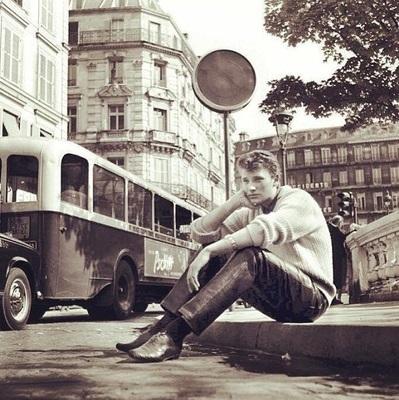 johnny hallyday devant square de la trinite - Auberge de Jeunesse BVJ OPERA-MONTMARTRE